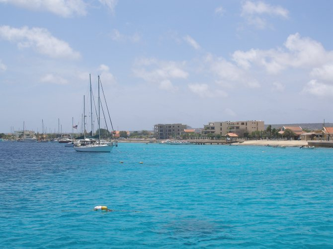 Bonaire: anchorage Catalina 47'