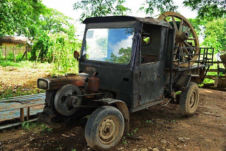 Burma, Hsipaw, old car