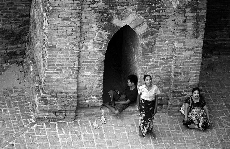 Bagan, temples, burma, myanmar, beggers