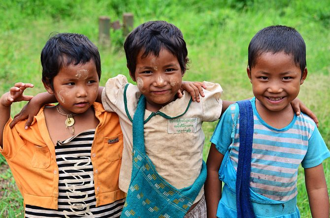 Shan, Burma, Myanmar, Inle Lake, children