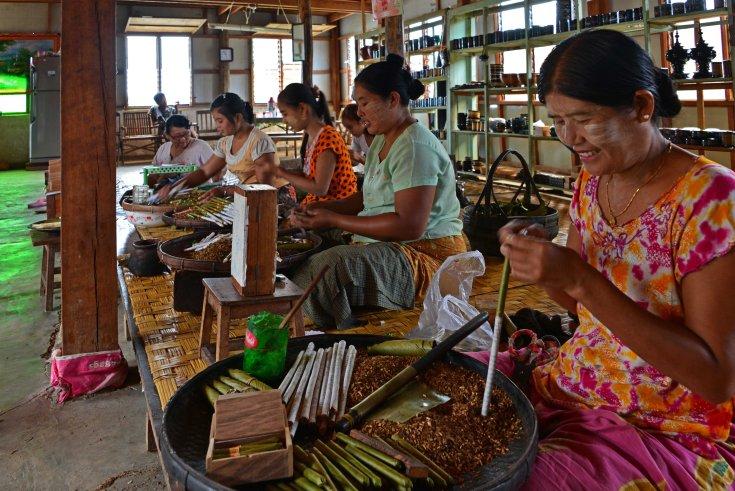 Shan, Burma, Myanmar, Inle Lake, cigar