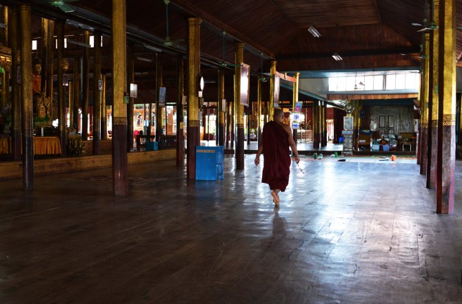 Shan, Burma, Myanmar, Inle Lake, monks