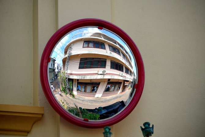 Savannakhet, Laos, mirror
