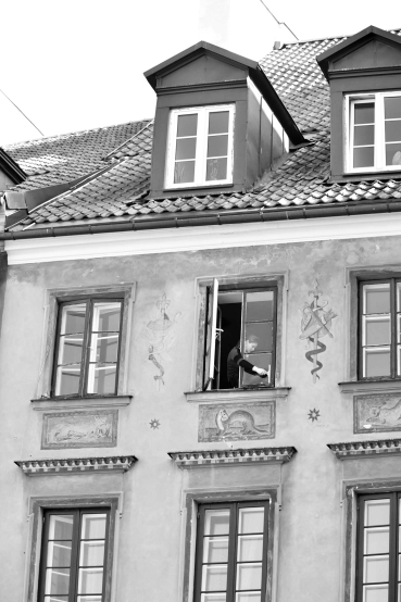 old town, warsaw window cleaner, B&W