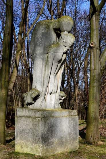 Xawery Dunikowski sculpture