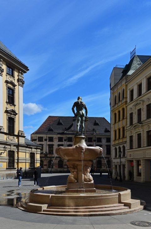 old town, wroclaw, poland, nude statue