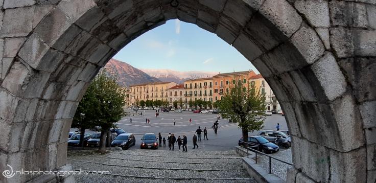 Aqueduct archway in Piazza Giuseppe Garibaldi, Sulmona, Abruzzo, Italy, Europe