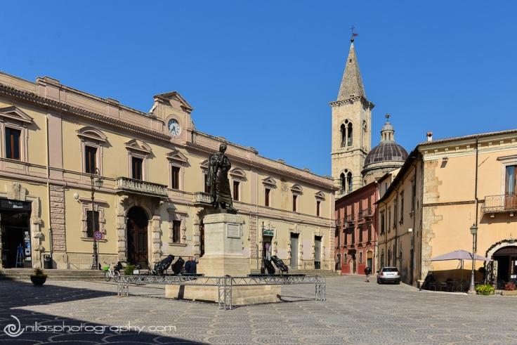 Statua di Ovidio in Piazza XX Settembre, Sulmona, Abruzzo, Italy, Europe