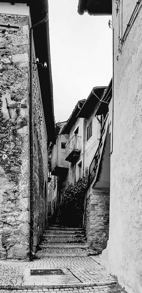 Narrow passageway, Centro Storico, Gagliano Aterno, Abruzzo, Italy, Europe