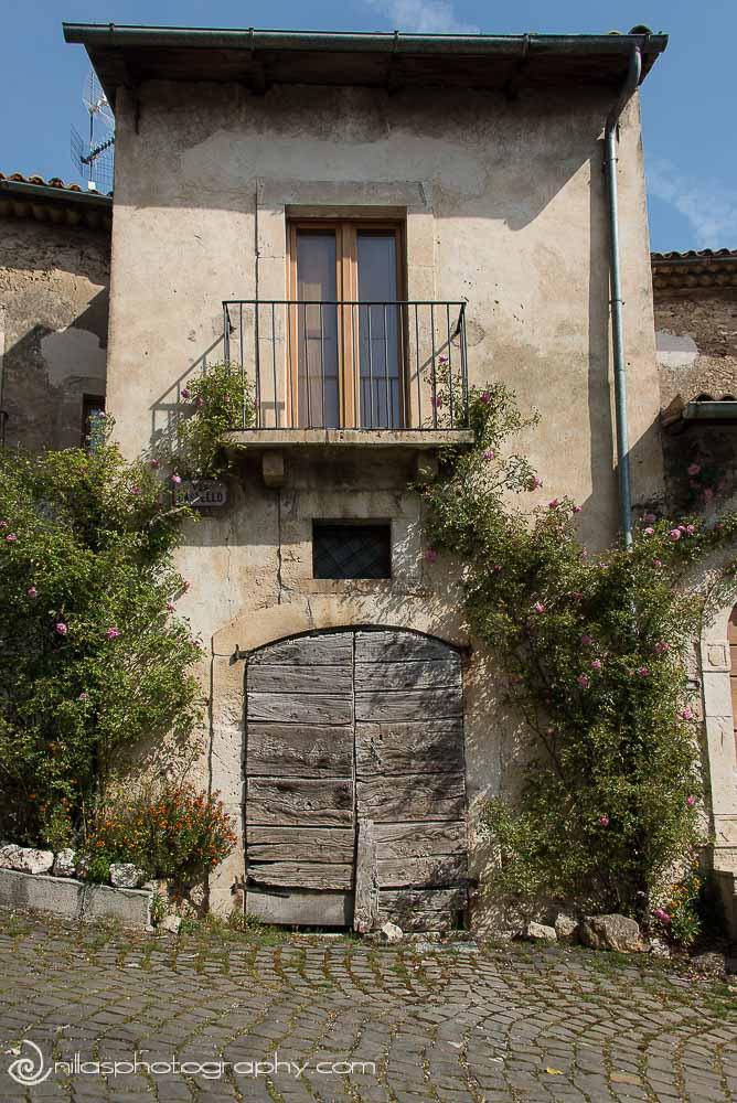 Rustic door, Centro Storico, Gagliano Aterno, Abruzzo, Italy, Europe