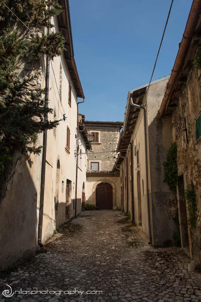 Cobbled alleyway, Centro Storico, Gagliano Aterno, Abruzzo, Italy, Europe