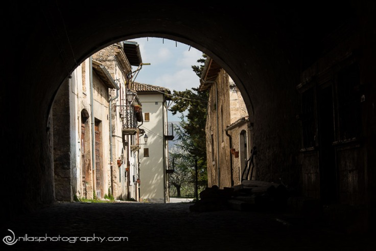 Arch in village of Gagliano, Abruzzo, Italy, Europe