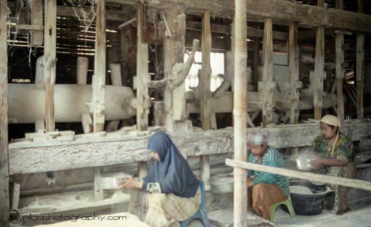 rice powder workers, Pasa Reba, Sumatra, Indonesia, SE Asia