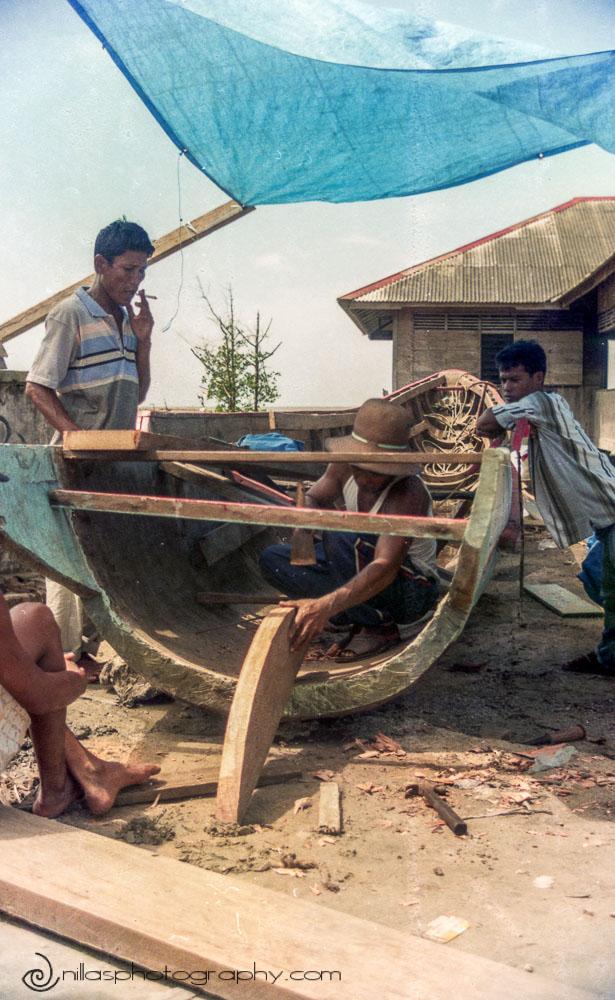 boat building, Lake Manajau, Sumatra, Indonesia, SE Asia
