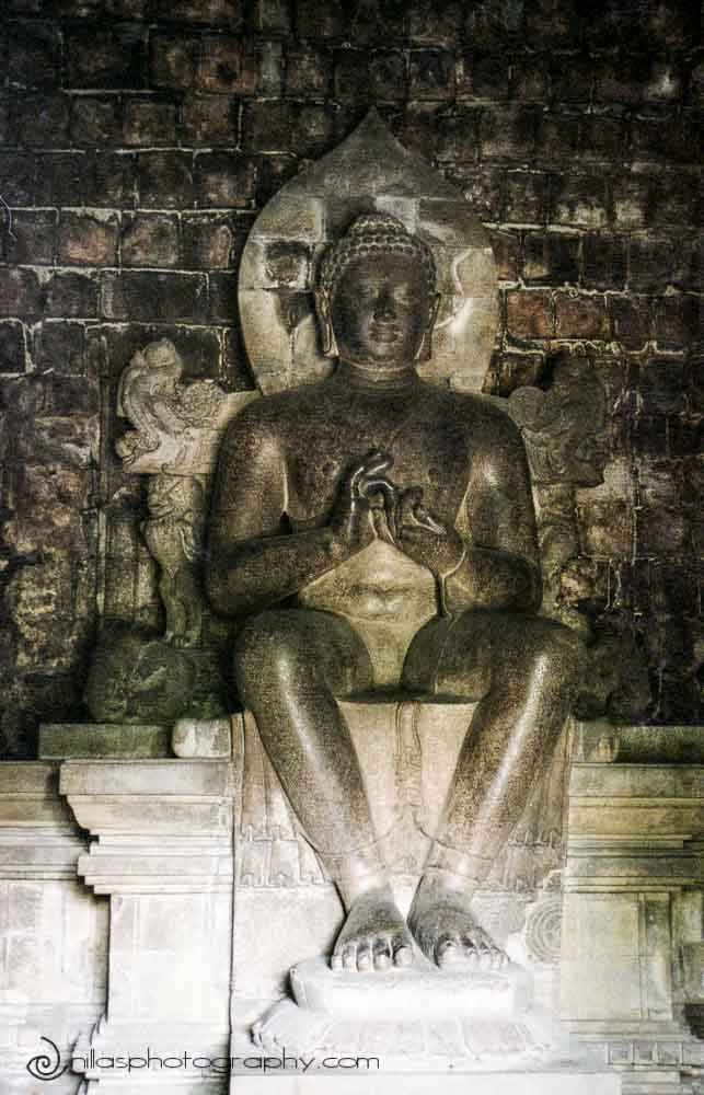 Buddha, Mendut temple, Yogyakarta, Central Java, Indonesia, SE Asia